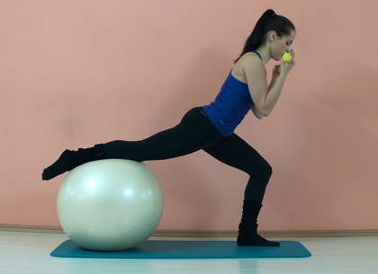 progressive-pilates-squat